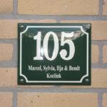 Combi-emaille-huisnummer-naambord-16x19-rood-creme-16_0_0